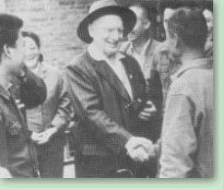 Rewi Alley visiting a Gung Ho co-operative in Xinxiang, Henan Province in 1983.