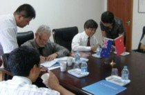 NZCFS Vice President Dave Bromwich and BBU President Yu Lin signing