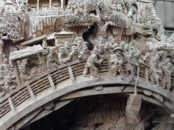 """Detail from the above giant carving, of the Qingming Bridge based on the """"Beijing Qingming scroll"""" (Qingming shanghe tu 清明上河圖)"""