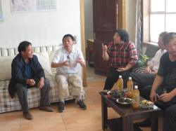 Ronghua co-op (Shandan) leader Mr Ying in discussion with Shanghai Gung Ho members