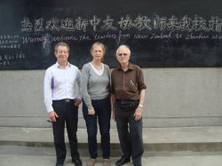 "L - R: Murray Hoare, Jenevere Foreman and John Meyer.  On the blackboard: ""Warmly welcome the teachers from New Zealand to the Zhangdiao Middle School"""
