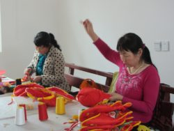 Xinxing cooperative members working in groups