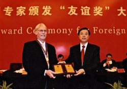 Chinese Vice Premier Zhang Dejiang (R) confers a medal and certificate to Dave Feickert, a foreign expert ,at the Friendship Award Ceremony for Foreign Experts at the Great Hall of the People in Beijing, capital of China, Sept. 29, 2009